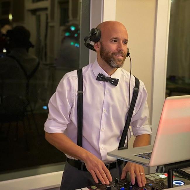 DJ Entertainer DJs